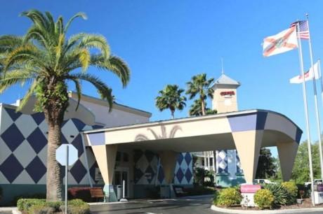 Clarion Suites Maingate Resort